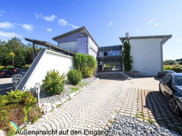 Modern, Erdgeschoss, stadtnah und Parkplätze!