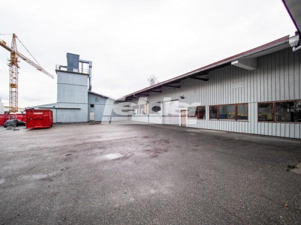 Großzügige Fertigungshalle für industrielle Güter